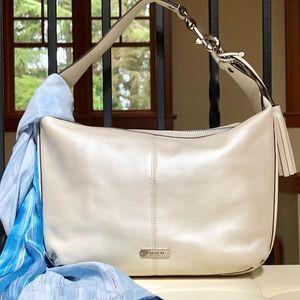 🌺 Gorgeous Coach Hobo Bag
